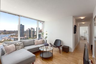 "Photo 3: 2505 33 SMITHE Street in Vancouver: Yaletown Condo for sale in ""COOPERS LOOKOUT"" (Vancouver West)  : MLS®# R2289422"