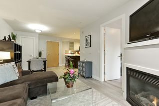 "Photo 3: 204 935 W 16TH Street in North Vancouver: Hamilton Condo for sale in ""GATEWAY"" : MLS®# R2320288"