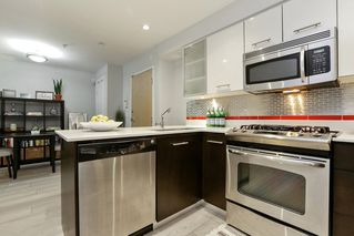 "Photo 5: 204 935 W 16TH Street in North Vancouver: Hamilton Condo for sale in ""GATEWAY"" : MLS®# R2320288"