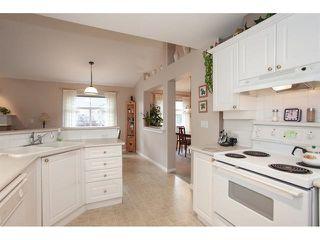 "Photo 11: 35 8555 209 Street in Langley: Walnut Grove Townhouse for sale in ""Autumnwood - Walnut Grove"" : MLS®# R2327896"