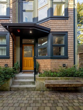 "Photo 3: 1777 E 20TH Avenue in Vancouver: Victoria VE Townhouse for sale in ""CEDAR COTTAGE Townhomes-Gow Bloc"" (Vancouver East)  : MLS®# R2333733"