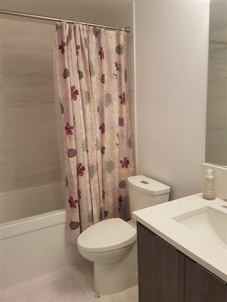 """Photo 8: 2105 4900 LENNOX Lane in Burnaby: Metrotown Condo for sale in """"The Park Metrotown"""" (Burnaby South)  : MLS®# R2337587"""