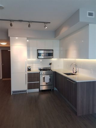"""Photo 5: 2105 4900 LENNOX Lane in Burnaby: Metrotown Condo for sale in """"The Park Metrotown"""" (Burnaby South)  : MLS®# R2337587"""