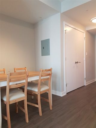 """Photo 7: 2105 4900 LENNOX Lane in Burnaby: Metrotown Condo for sale in """"The Park Metrotown"""" (Burnaby South)  : MLS®# R2337587"""