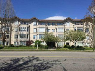 "Photo 2: 107 2677 E BROADWAY in Vancouver: Renfrew VE Condo for sale in ""BROADWAY GARDENS"" (Vancouver East)  : MLS®# R2367409"