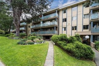 Photo 3: 402 1025 Inverness Rd in VICTORIA: SE Quadra Condo Apartment for sale (Saanich East)  : MLS®# 815890