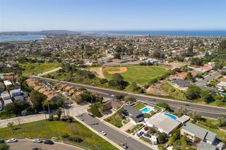 Photo 2: PACIFIC BEACH House for sale : 5 bedrooms : 5022 Pendleton St in San Diego