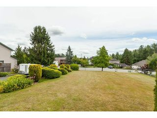 Photo 3: 26833 25 Avenue in Langley: Aldergrove Langley House for sale : MLS®# R2382975