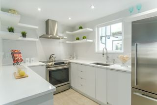 "Photo 8: 3 888 W 16TH Avenue in Vancouver: Cambie Townhouse for sale in ""LAUREL MEWS"" (Vancouver West)  : MLS®# R2442934"