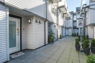 "Photo 2: 3 888 W 16TH Avenue in Vancouver: Cambie Townhouse for sale in ""LAUREL MEWS"" (Vancouver West)  : MLS®# R2442934"