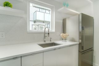 "Photo 11: 3 888 W 16TH Avenue in Vancouver: Cambie Townhouse for sale in ""LAUREL MEWS"" (Vancouver West)  : MLS®# R2442934"