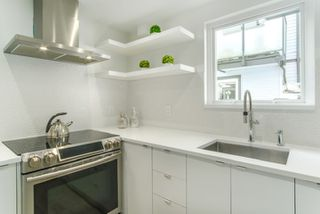 "Photo 10: 3 888 W 16TH Avenue in Vancouver: Cambie Townhouse for sale in ""LAUREL MEWS"" (Vancouver West)  : MLS®# R2442934"