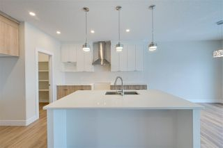 Photo 4: 9923 222 Street in Edmonton: Zone 58 House for sale : MLS®# E4192563