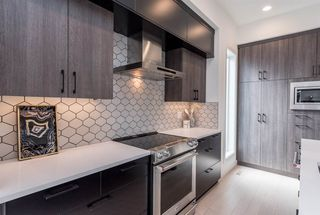Photo 3: 9245 86 Street in Edmonton: Zone 18 House for sale : MLS®# E4194555