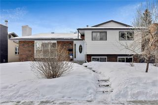 Photo 1: 359 Queen Charlotte RD SE in Calgary: Queensland RES for sale : MLS®# C4287072