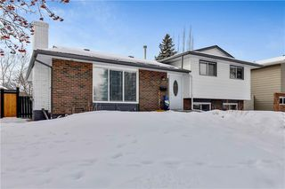 Photo 2: 359 Queen Charlotte RD SE in Calgary: Queensland RES for sale : MLS®# C4287072