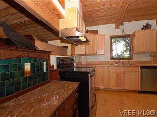 Photo 12: 2904 PHYLLIS Street in VICTORIA: SE Ten Mile Point House for sale (Saanich East)  : MLS®# 303995
