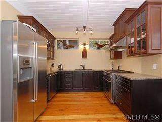 Photo 6: 2904 PHYLLIS Street in VICTORIA: SE Ten Mile Point House for sale (Saanich East)  : MLS®# 303995
