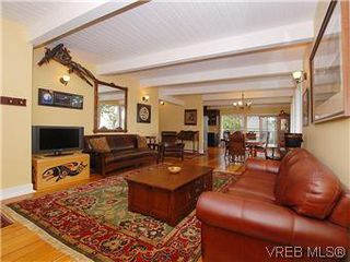 Photo 2: 2904 PHYLLIS Street in VICTORIA: SE Ten Mile Point House for sale (Saanich East)  : MLS®# 303995