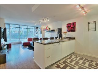 Photo 4: 905 788 HAMILTON Street in Vancouver: Downtown VW Condo for sale (Vancouver West)  : MLS®# V1043818
