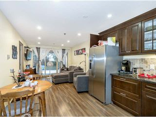 """Photo 1: 314 715 ROYAL Avenue in New Westminster: Uptown NW Condo for sale in """"VISTA ROYALE"""" : MLS®# V1131842"""