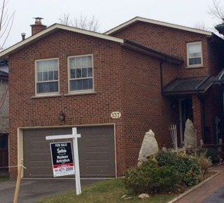 Photo 1: 137 Major Buttons Drive in Markham: Sherwood-Amberglen House (2-Storey) for sale : MLS®# N3452872