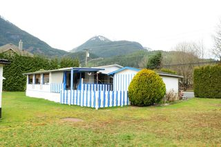"Photo 3: 29 39768 GOVERNMENT Road in Squamish: Northyards Manufactured Home for sale in ""THREE RIVERS"" : MLS®# R2051629"