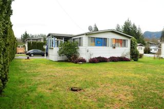 "Photo 1: 29 39768 GOVERNMENT Road in Squamish: Northyards Manufactured Home for sale in ""THREE RIVERS"" : MLS®# R2051629"