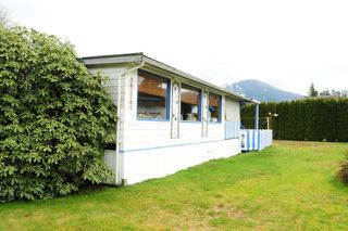 "Photo 2: 29 39768 GOVERNMENT Road in Squamish: Northyards Manufactured Home for sale in ""THREE RIVERS"" : MLS®# R2051629"