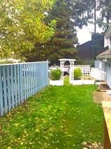"""Photo 3: 20 822 GIBSONS Way in Gibsons: Gibsons & Area Condo for sale in """"THE MANSE"""" (Sunshine Coast)  : MLS®# R2091759"""