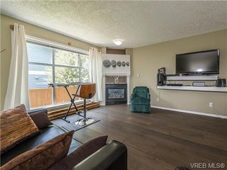 Photo 4: 104 1007 Caledonia Ave in VICTORIA: Vi Central Park Condo for sale (Victoria)  : MLS®# 739752