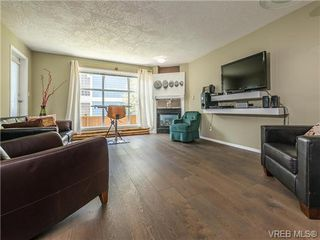 Photo 1: 104 1007 Caledonia Ave in VICTORIA: Vi Central Park Condo for sale (Victoria)  : MLS®# 739752