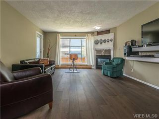Photo 2: 104 1007 Caledonia Ave in VICTORIA: Vi Central Park Condo for sale (Victoria)  : MLS®# 739752