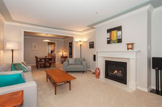 "Photo 4: 6167 W BOUNDARY Drive in Surrey: Panorama Ridge Townhouse for sale in ""LAKEWOOD GARDENS IN BOUNDARY PARK"" : MLS®# R2133410"