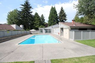 """Photo 12: 6182 W GREENSIDE Drive in Surrey: Cloverdale BC Townhouse for sale in """"Greenside Estates"""" (Cloverdale)  : MLS®# R2290183"""