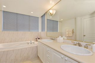 """Photo 9: 1700 5615 HAMPTON Place in Vancouver: University VW Condo for sale in """"The Balmoral"""" (Vancouver West)  : MLS®# R2299628"""