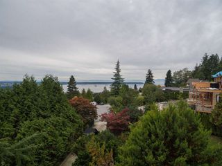"Photo 4: 1449 SANDHURST Place in West Vancouver: Chartwell House for sale in ""Chartwell"" : MLS®# R2310762"