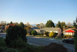 Photo 5: 6158 BERWICK Street in Burnaby: Upper Deer Lake House for sale (Burnaby South)  : MLS®# R2319905