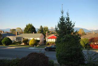 Photo 6: 6158 BERWICK Street in Burnaby: Upper Deer Lake House for sale (Burnaby South)  : MLS®# R2319905