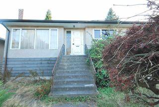 Photo 4: 6158 BERWICK Street in Burnaby: Upper Deer Lake House for sale (Burnaby South)  : MLS®# R2319905