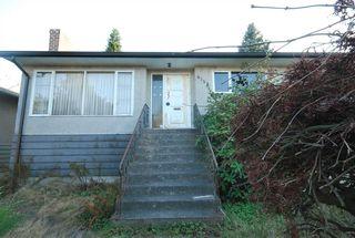 Photo 3: 6158 BERWICK Street in Burnaby: Upper Deer Lake House for sale (Burnaby South)  : MLS®# R2319905