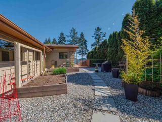 Photo 3: 7065 DALE Road in Sechelt: Sechelt District House for sale (Sunshine Coast)  : MLS®# R2360586