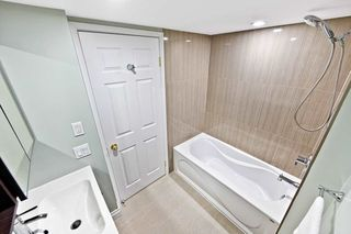 Photo 14: 911 175 Cedar Avenue in Richmond Hill: Harding Condo for sale : MLS®# N4458890