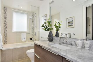 "Photo 13: 302 2035 W 4TH Avenue in Vancouver: Kitsilano Condo for sale in ""The Vermeer"" (Vancouver West)  : MLS®# R2385930"