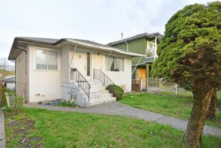 Photo 3: 6172 PRINCE ALBERT Street in Vancouver: Fraser VE House for sale (Vancouver East)  : MLS®# R2422907