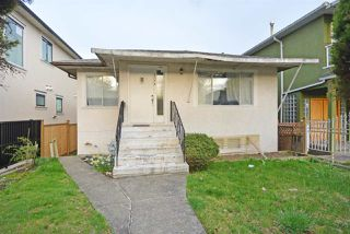 Photo 2: 6172 PRINCE ALBERT Street in Vancouver: Fraser VE House for sale (Vancouver East)  : MLS®# R2422907