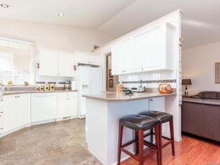 Photo 13: 6343 Savary St in Nanaimo: Na North Nanaimo Row/Townhouse for sale : MLS®# 836866