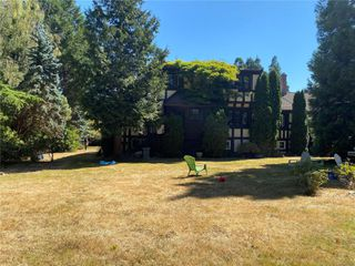 Photo 3: 3260 Beach Dr in : OB Uplands House for sale (Oak Bay)  : MLS®# 852074