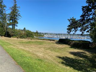 Photo 5: 3260 Beach Dr in : OB Uplands Single Family Detached for sale (Oak Bay)  : MLS®# 852074