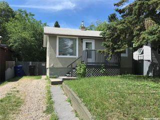 Main Photo: 207 Y Avenue South in Saskatoon: Meadowgreen Residential for sale : MLS®# SK839066